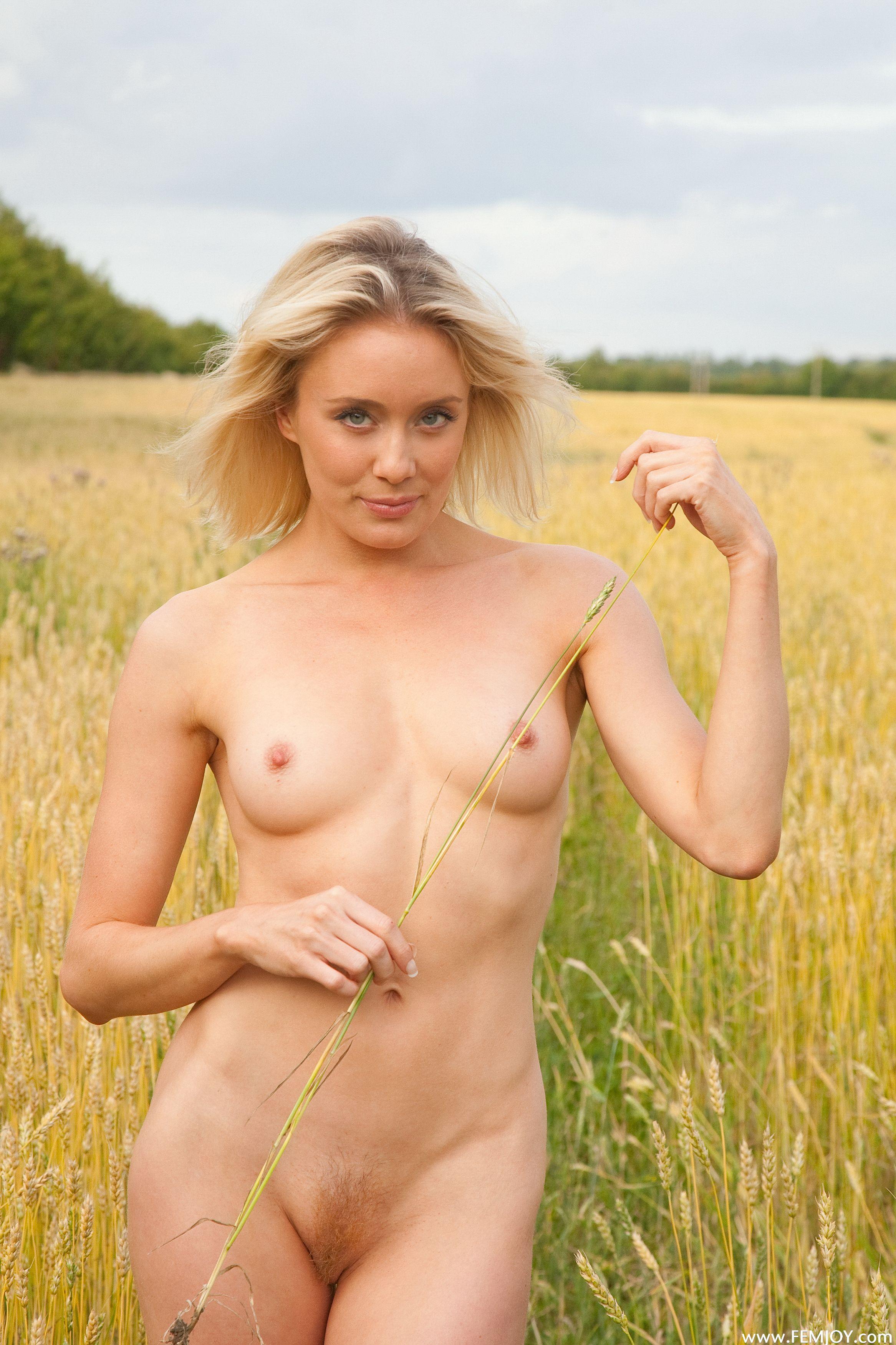 Она взглянула белоруссия девушки голые фото все вопросы